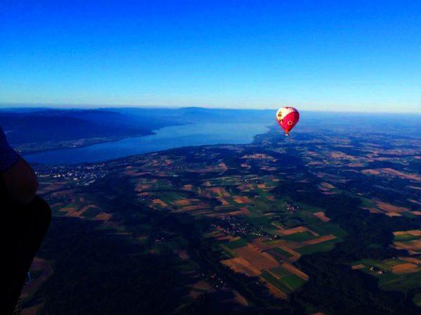 Photo d'une Montgolfières Ballons du Leman dans le ciel Suisse au dessus du Lac du Léman